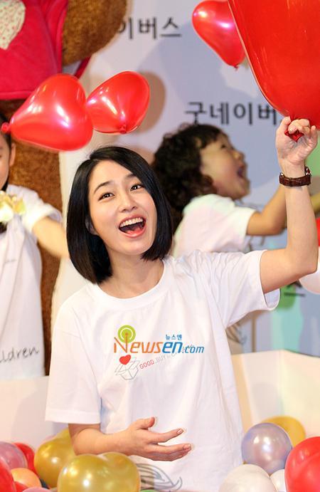 Lee Min Jung sebagai Han Jae Kyung (putri CEO Grup JK, tunangan Jun Pyo)