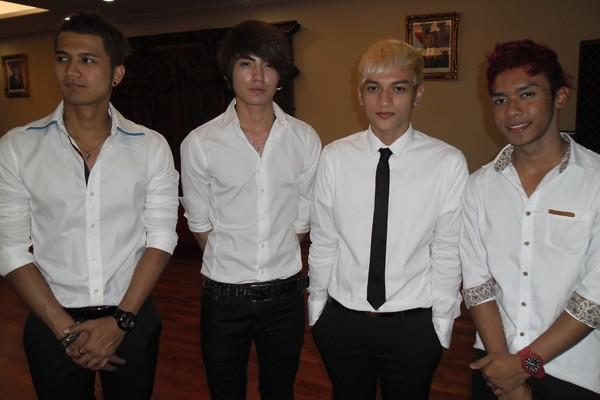S4 Boyband Jebolan Galaxy Superstar (dari kiri ke kanan: Firly, Arthur ...