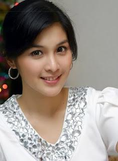 Sandra Dewi, salah satu dari 10 Artis Tercantik Indonesia