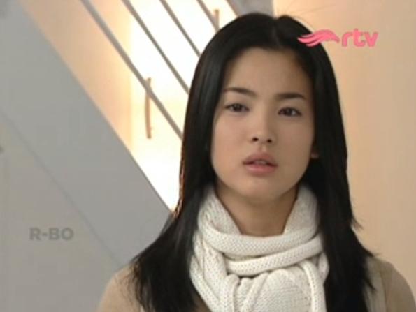 Song Hye Kyo sbg Eun Suh dalam Serial Drama Korea berjudul Autumn in My Heart atau yang dikenal di Indonesia dengan judul Endless Love yang tayang di RTV. Pada hari ini, Selasa, 21 April 2015 drama ini memasuki mepisode tayang 9.